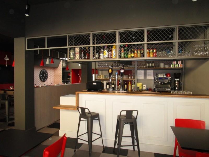 nouveau look nouveau propri taire pour le restaurant le. Black Bedroom Furniture Sets. Home Design Ideas