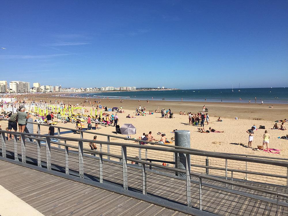 Top 10 des choses faire aux sables d olonne 10 10 journ e plage sur le remblai vendee mag - Office de tourisme sable d olonne ...